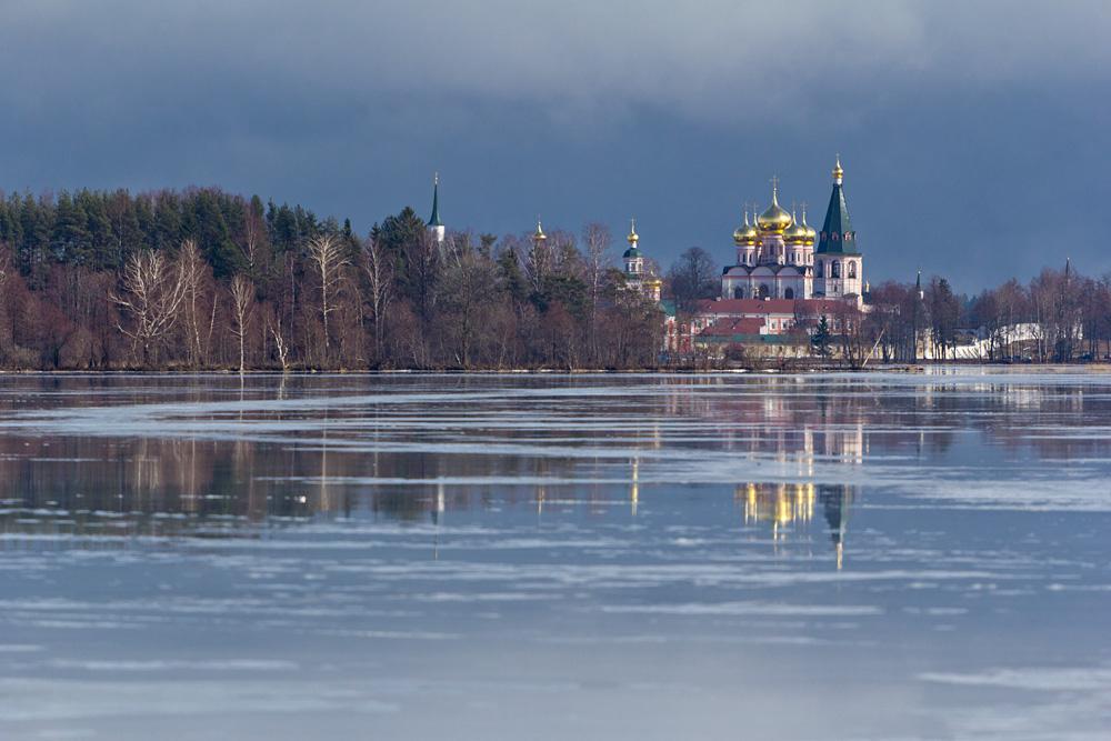 любви жизни, фото монастыря на острове озера в валдае хранения