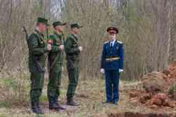 Митинг памяти на воинском захоронении в деревне Язвищи