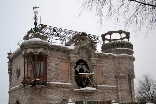 Мемориальный комплекс с барельефом в человеческий рост Валдай памятник с сердцем Зеленоград