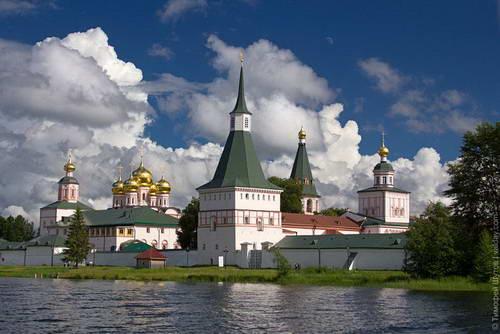 Картинки по запросу валдайский иверский монастырь